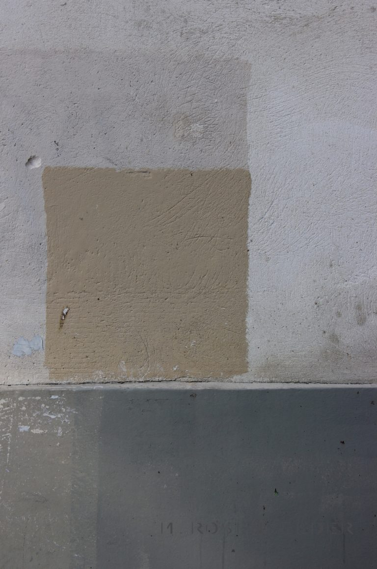 Beige - Gris, prise à Paris, France